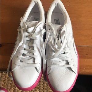 New white with neon pink sole puma sneakers